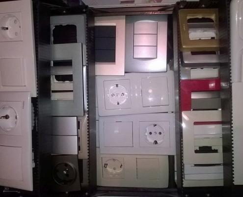 kapcsolók és konnektorok minta bőröndje